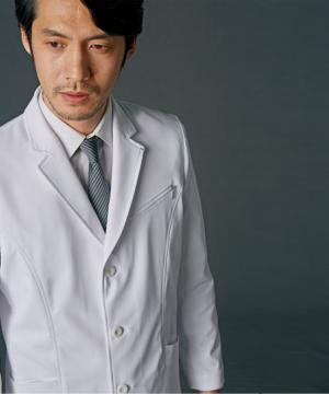白衣や医療施設用ユニフォームの通販の【メディカルデポ】【JUNKO KOSHINO】メンズドクターコート(ショート)